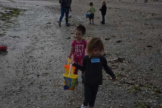 Les élèves de maternelle travaillent sur la mer dsc0332