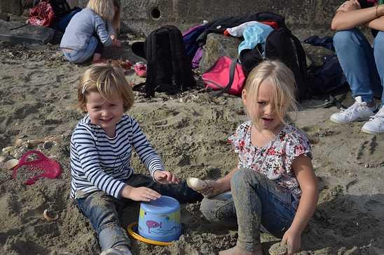 Les élèves de maternelle travaillent sur la mer dsc0335