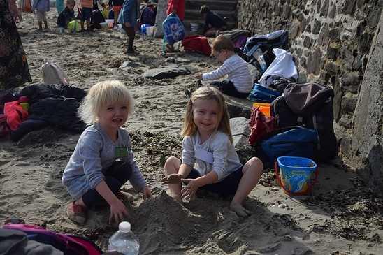 Les élèves de maternelle travaillent sur la mer dsc0336
