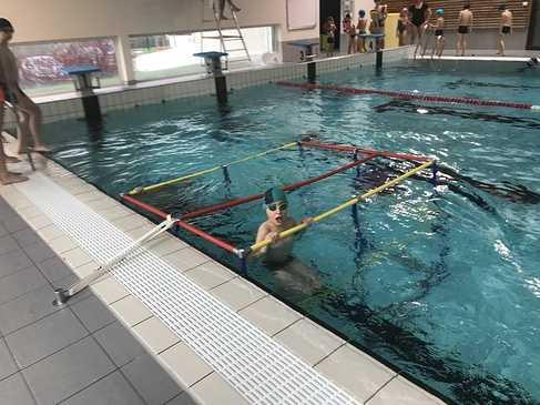 Les classes de primaire à la piscine img3422