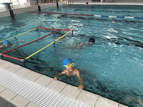Les classes de primaire à la piscine img3423
