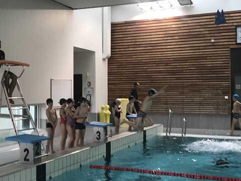 Les classes de primaire à la piscine img3424