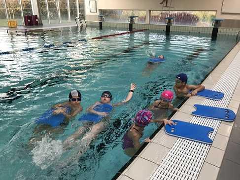 Les classes de primaire à la piscine 0