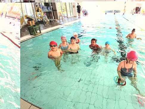 Les ce2 à la piscine 1599641087791