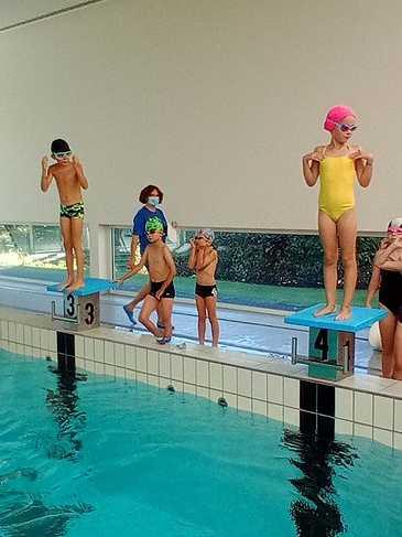 Les ce2 à la piscine 1599641134595
