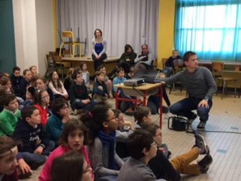 Les élèves du primaire découvrent l'Afrique. 41