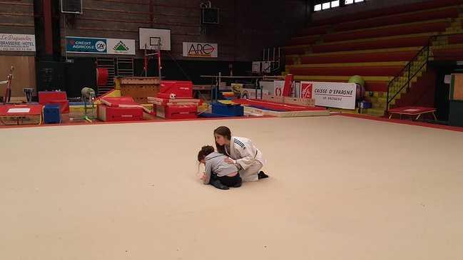 Les élèves de l'école St Michel découvrent le judo ! 20170306111941