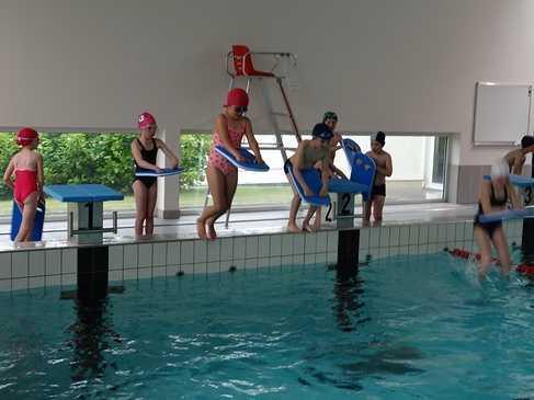 Les CE1, CE2 et ULIS commencent les séances de piscine. thumbnaildsc08797